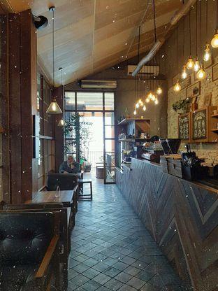 Foto 2 - Interior di Eiger Coffee oleh Amadda