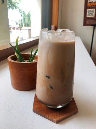 Foto 5 - Makanan(Dark Mocha) di Ruach Coffee oleh kdsct