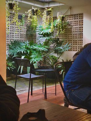 Foto 2 - Interior di 911 Coffee Roastery oleh Fadhlur Rohman