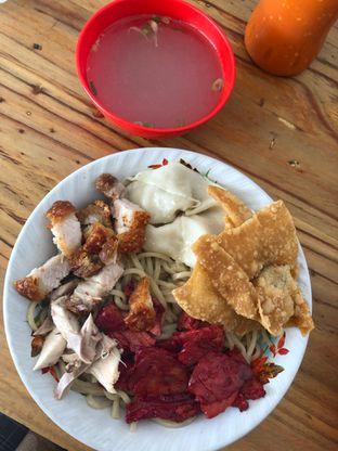 Foto 2 - Makanan di Pangsit Mie Palu oleh Loisa Veronica