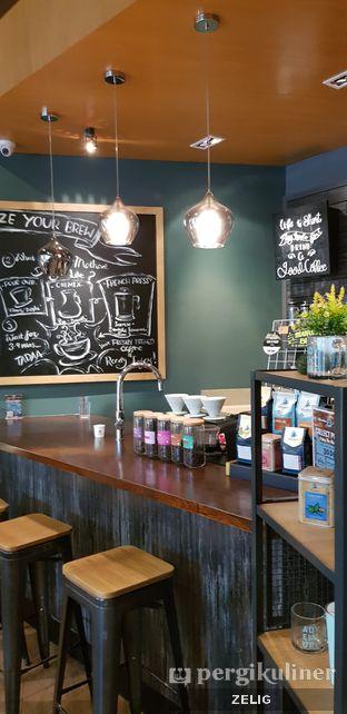 Foto 3 - Interior di Caribou Coffee oleh @teddyzelig