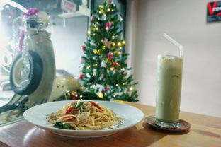 Foto 6 - Makanan(agio chicken) di Scooter Cafe oleh Anandic
