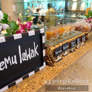 Foto review Satoo Garden Restaurant & Lounge - Hotel Shangri-La oleh Darsehsri Handayani 16