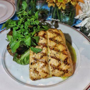 Foto 1 - Makanan(PAN SEARED NORWEGIAN SALMON FILLET) di Le Quartier oleh Stellachubby