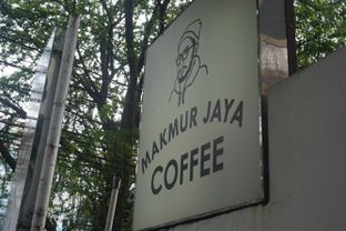 Foto 6 - Eksterior di Makmur Jaya Coffee Roaster oleh Fadhlur Rohman