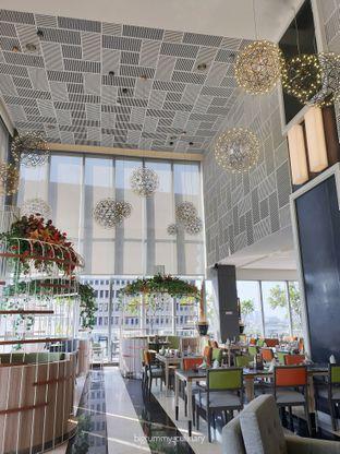 Foto 3 - Interior di Voyage Restaurant - Harris Vertu Hotel oleh Ken @bigtummy_culinary