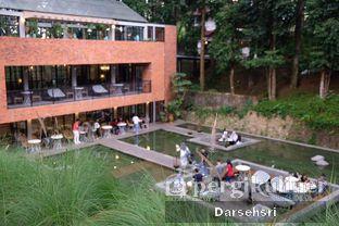 Foto 6 - Eksterior di The Lake House - Pesona Alam Sedayu Hotel oleh Darsehsri Handayani