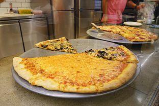 Foto 6 - Makanan di Pizza Place oleh iminggie