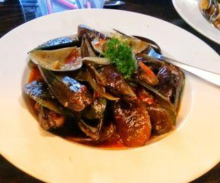 Foto 2 - Makanan(Kerang Ijo Saus Padang (IDR 49k) ) di Sulawesi@Kemang oleh Renodaneswara @caesarinodswr