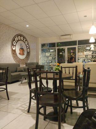 Foto 3 - Interior di Coffeezone oleh Harya Danniswara