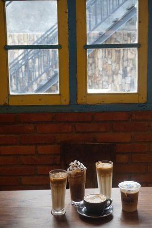 Foto 13 - Interior di Ragil Coffee & Roastery oleh yudistira ishak abrar