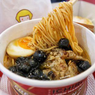 Foto - Makanan(Roasted spicy chicken ramen w/ boba) di Universal Noodle Ichiro Ramen Market oleh Stellachubby