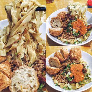 Foto 1 - Makanan(Mie Super Komplit) di Bakmie Aloi oleh Magdalena Fridawati