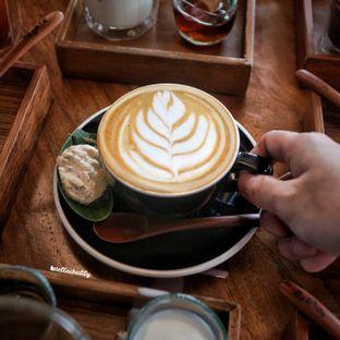 Foto 3 - Makanan(White coffee (cappuccino)) di Tekote oleh Stellachubby