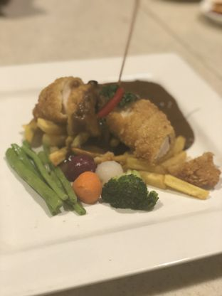 Foto 7 - Makanan(Chicken Cordon Bleu) di Lake View Cafe oleh YSfoodspottings