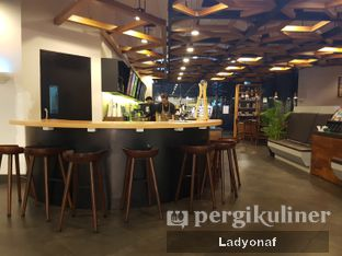 Foto 7 - Interior di Maxx Coffee oleh Ladyonaf @placetogoandeat