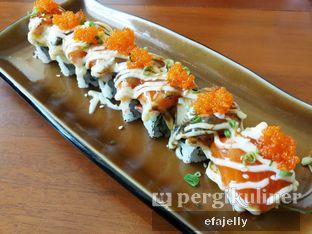Foto 4 - Makanan(Dragon Roll) di Housaku Sushi & Bento oleh efa yuliwati