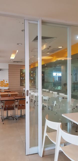 Foto 3 - Interior di HokBen (Hoka Hoka Bento) oleh Meri @kamuskenyang