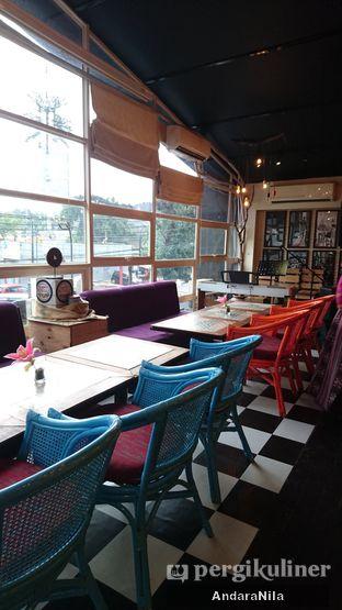 Foto 6 - Interior di Reunion (Qubik Caffe) oleh AndaraNila