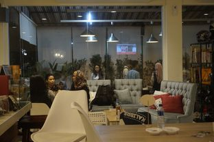 Foto 10 - Interior di Sang Cafe oleh yudistira ishak abrar