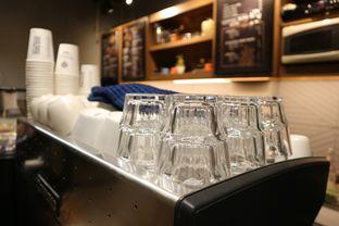 Foto 8 - Interior di MacKenzie Coffee oleh Mola Hidratinum