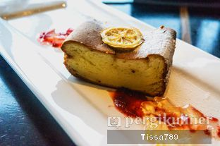 Foto 25 - Makanan(Baked Yuzu Cheese Cake) di Enmaru oleh Tissa Kemala