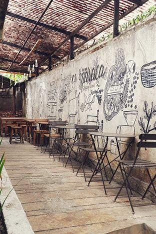 Foto 9 - Interior di Maraca Books and Coffee oleh Indra Mulia