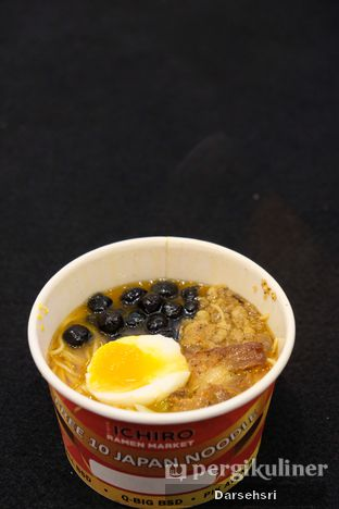Foto 2 - Makanan di Universal Noodle Ichiro Ramen Market oleh Darsehsri Handayani