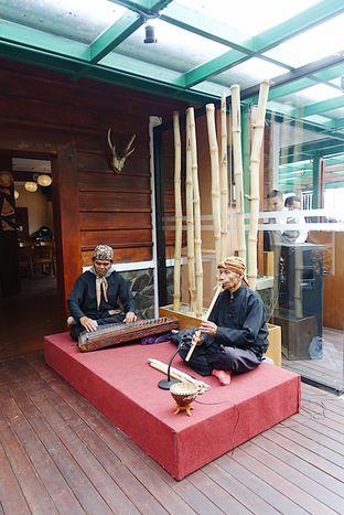 Foto 9 - Interior di Meranti Restaurant oleh inggie @makandll