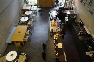 Foto 12 - Interior di Awesome Coffee oleh yudistira ishak abrar