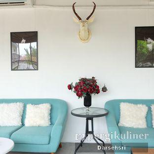 Foto 10 - Interior di Semusim Coffee Garden oleh Darsehsri Handayani