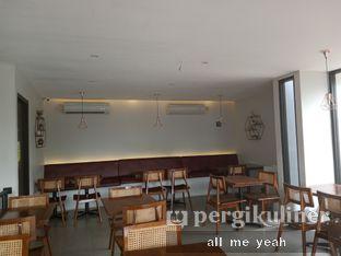 Foto 3 - Interior di Likely Cafe & Resto oleh Gregorius Bayu Aji Wibisono