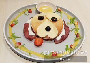 Foto 2 - Makanan(Smokey Party Pancake) di Boogie Doggie Pet Cafe oleh Velvel