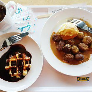 Menu populer Swedish Meatball with Mushroom Sauce & Waffle with Hershey's Chocolate Sauce
