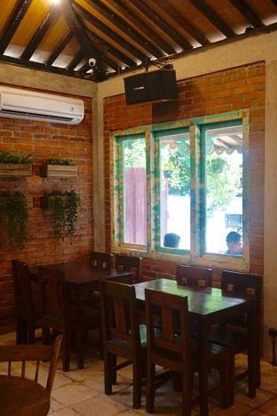 Foto 10 - Interior di Ragil Coffee & Roastery oleh yudistira ishak abrar