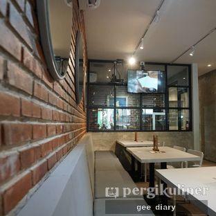 Foto 2 - Interior di Mula Coffee House oleh Genina @geeatdiary