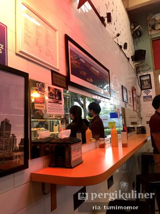 Foto 5 - Interior di Pizza Place oleh riamrt