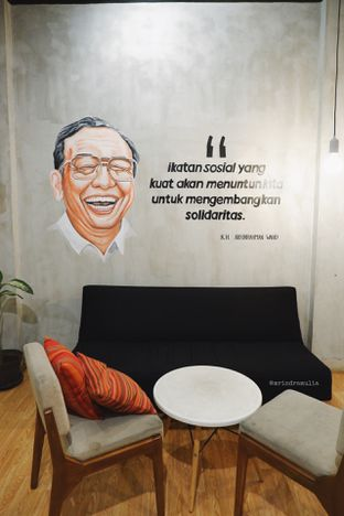 Foto 12 - Interior di Diskusi Kopi dan Ruang Berbagi oleh Indra Mulia