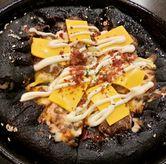 Foto Cheese Burger Stuffed Crust Black Pizza di Pizza Hut