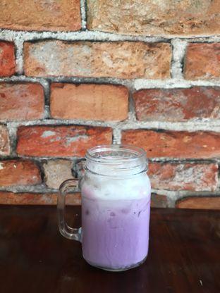 Foto 5 - Makanan(taro machiato) di Vintage Cafe oleh Jeljel