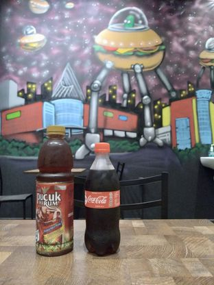 Foto 9 - Interior di FIX Burger oleh Prido ZH