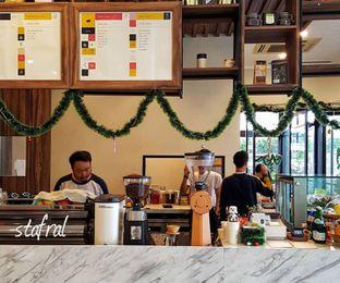 Foto 3 - Interior di Kaca Coffee & Eatery oleh Stanzazone