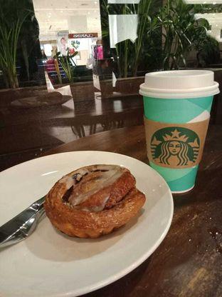 Foto - Makanan di Starbucks Coffee oleh Joshua Michael