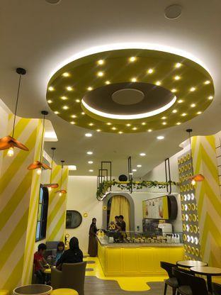Foto 2 - Interior di Dots Donuts oleh G S T