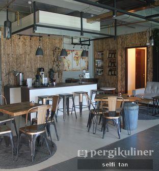 Foto 4 - Interior di Watt Coffee oleh Selfi Tan