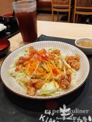 Foto 4 - Makanan(Chicken Karaage Salad) di Kimukatsu oleh Sillyoldbear.id