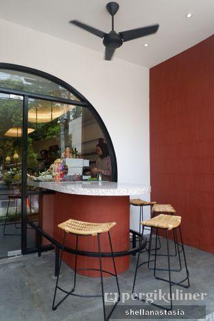 Foto 5 - Interior di Routine Coffee & Eatery oleh Shella Anastasia