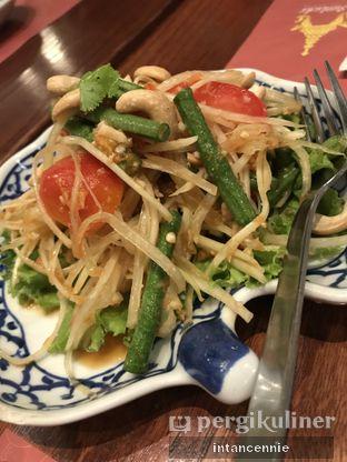 Foto 3 - Makanan di Jittlada Restaurant oleh bataLKurus