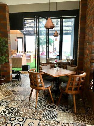 Foto 3 - Interior di Kode-in Coffee & Eatery oleh Prido ZH
