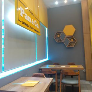 Foto 7 - Interior di Pan & Co. oleh duocicip